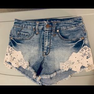 High Rise Mossimo Short Short w Lace Detail